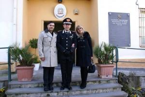 il Generale C.A. Leonardo Gallitelli insieme a moglie e figlio del Carabiniere Claudio Pezzuto