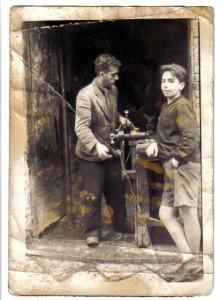 maniscalco-paolo-con-il-figlio-filippo-foto-1954