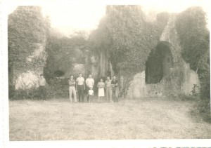 1965 turisti francesi in visita alla Certosa di S.Nicola