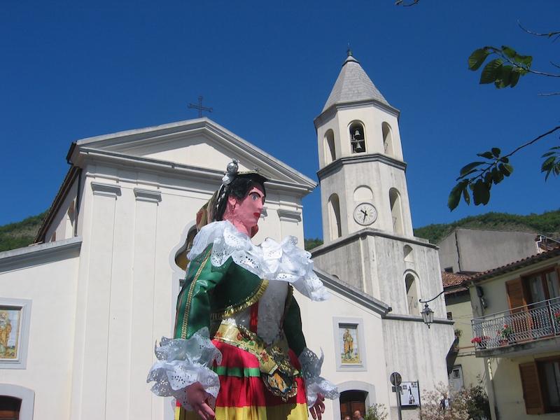 Donazione di un defibrillatore alla comunità di San Costantino A. da parte dell'Associazione Gian Franco Lupo