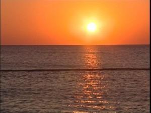487786936-adriatico-reflejo-de-luz-brillar-naranja-color