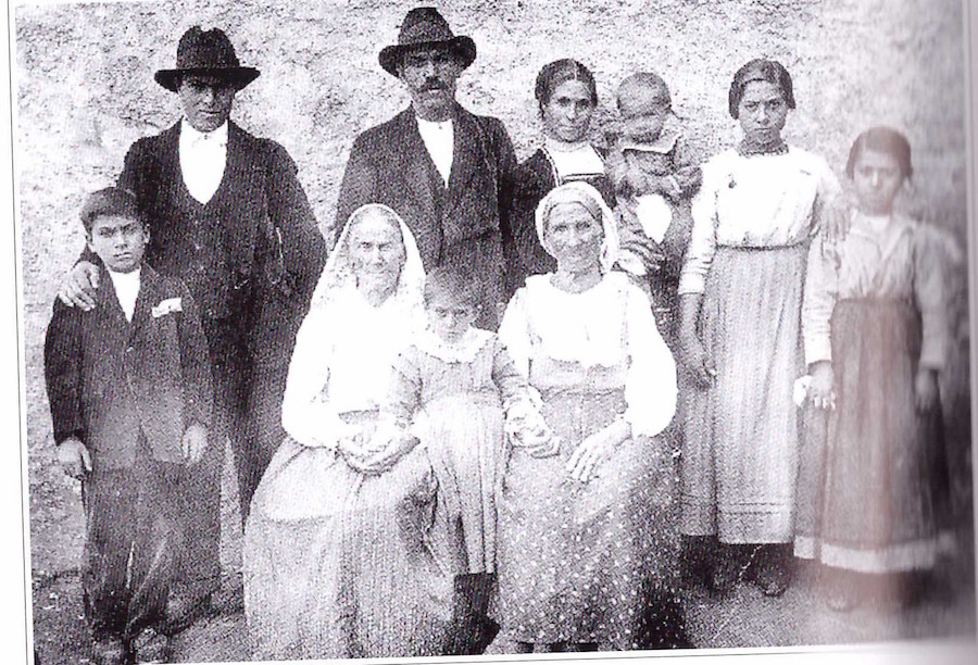 """La Famiglia – tratto dal libro """"Uno Sguardo al Passato"""" di A. V. Violante"""