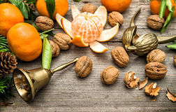 i-mandarini-le-noci-e-l-albero-di-natale-si-ramifica-48113740-20608